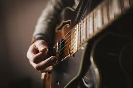 ギターは地味な練習で上手くなる。派手なプレイは地味な事から。